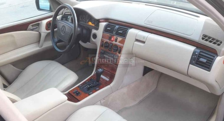 MERCEDES E230 1998, GCC,ACCIDENT FREE,WELL MAINTAINED