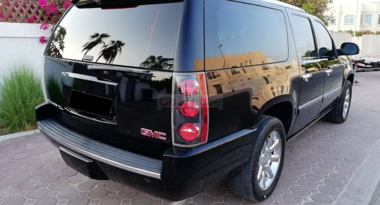 GMC DENALI YUKON XL 2013,TOP OPTION,ACCIDENT FREE,AGENCY MAINTAINED,SUNROOF,LEATHER SEATS