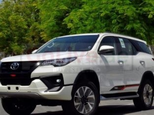 FORTUNER (7SEATER) AVAILABLE WITH DRIVER Car lift