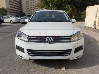 VOLKSWAGEN TOUAREG 2013 GCC SPECS , AGENCY MAINTAINED , V6 , MID OPTION FOR SALE