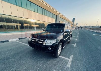MITSUBISHI PAJERO 2013 GCC SPECS FULLY LOADED WITH SERVICE HISTORY