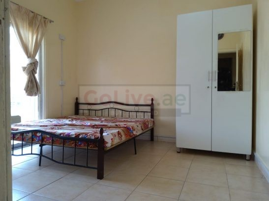 AVAILABLE FAMILY ROOM & LADIES BED SPACE AT BURDUBAI