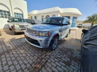 RANGE ROVER SPORTS SUPERCHARGE GCC SPECS 2009 FULL OPTION WITH BODY KIT IN PERFECT CONDITION