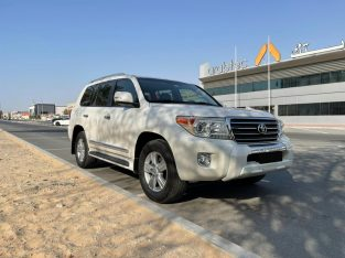 Model 2013 Toyota Land Cruiser GXR Top Full Options