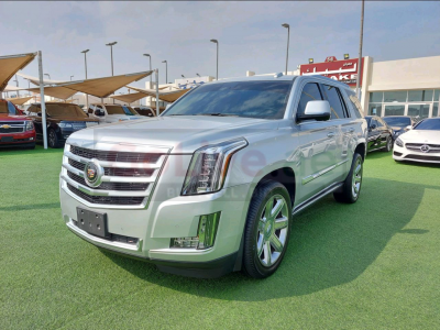 Cadillac Escalade 2015 AED 130,000, GCC Spec, Good condition, Sunroof, Navigation System, Fog Lights, Full Service Report
