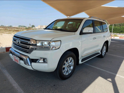 Toyota Land Cruiser 2016 AED 165,000, GCC Spec, Good condition, Full Option, Lady Use, Navigation System, Fog Lights, Negotiable,