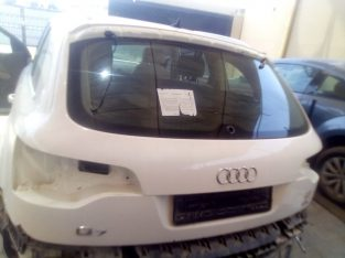AUDI Q7 2007 TO 2009 REAR TAIL GATE COMPLETE WITH HATCH LIFT GATE WINDOW GLASS ( Genuine Used AUDI Parts )