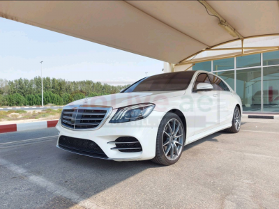 Mercedes Benz 500/560 2018 AED 245,000, Good condition, Full Option, US Spec, Sunroof, Navigation System, Fog Lights, Negotiable